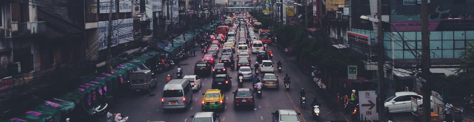 des-seo-faisant-la-queue-devant-un-backlink-gratuit
